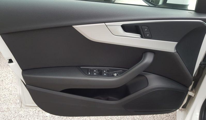 Audi A4 Avant 2.0 TDI 150 CV ultra S-tronic LED,NAVI,PDC completo