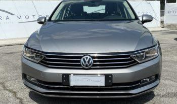 "Volkswagen Passat Variant 1.6 TDI SCR DSG Business ""PDC-CRUISE-NAVI"" completo"