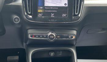 "Volvo XC40 T2 Momentum Pro ""PDC-NAVI-CRUISE"" completo"